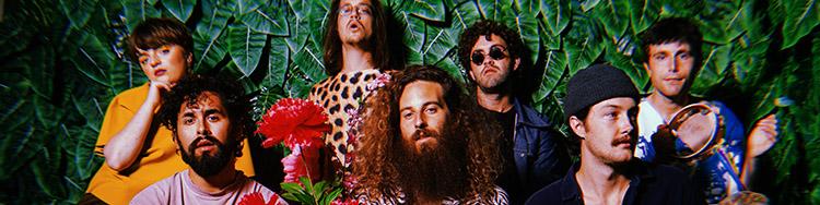 Die Band-Kommune HELLO FOREVER beschwört den Spirit der Flower-Power-Ära