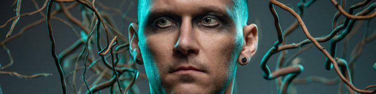Fernab vom Progmetal von TesseracT experimentiert DANIEL TOMPKINS auf seinem Solodebüt mit neuen Klängen