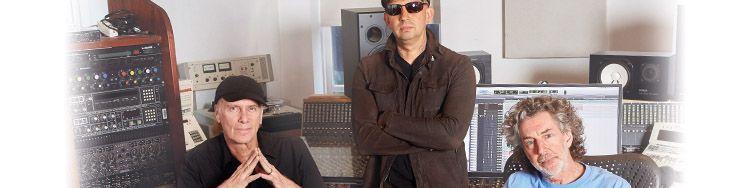 Bei DARWIN glänzt Simon Phillips als Drummer und Produzent