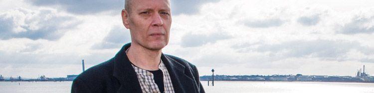 STEVE THORNE provoziert bewusst mit wissenschaftskritischen Verschwörungstheorien