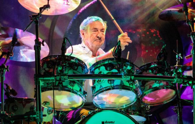 NICK MASON's SAUCERFUL OF SECRETS playing the early music of PINK FLOYD